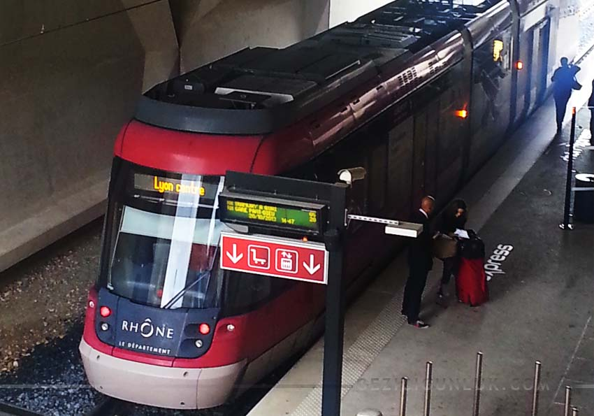 rhonexpress_lyon_st_exupery_train
