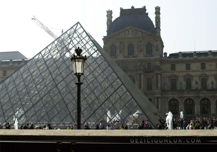 paris_louvre_cafe_marly