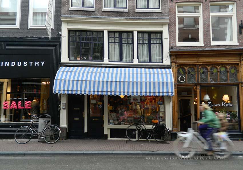 utrechtstraat_amsterdamda_bisiklet