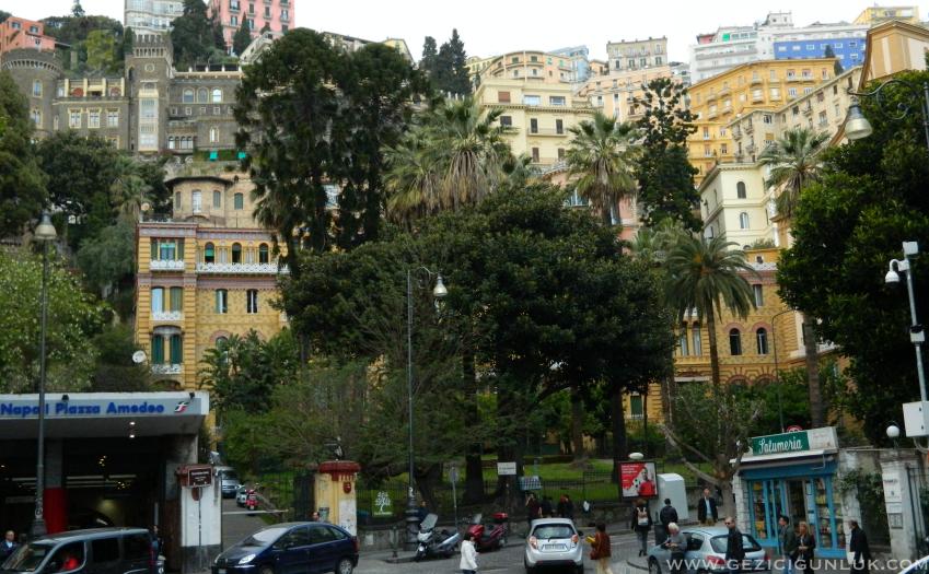 piazza_amadeo_napoli_gezi_notlari