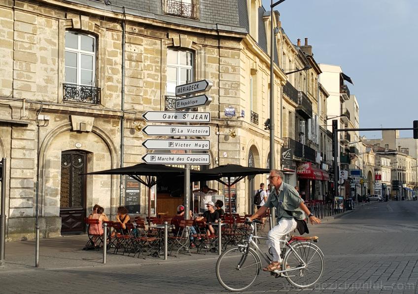place_de_la_victorie_bordeaux_gezi_notlari