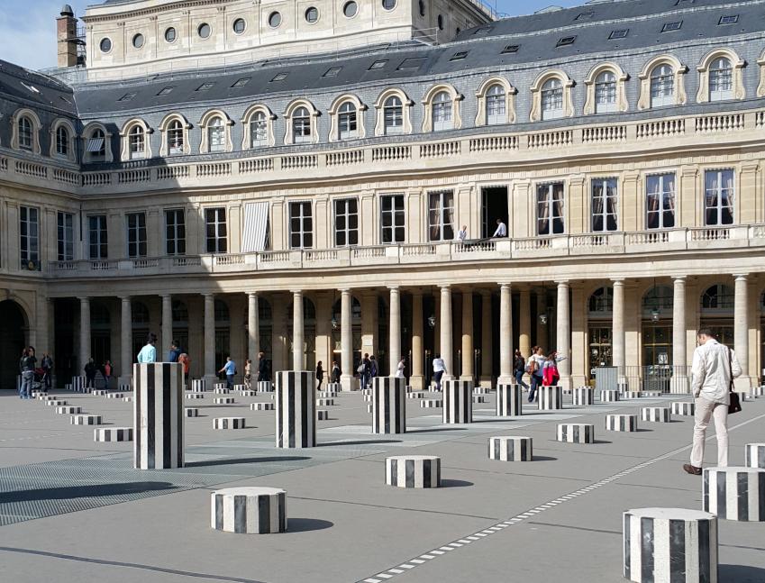 colonne_de_Buren_Paris_palais_Royal_gezi_notlari