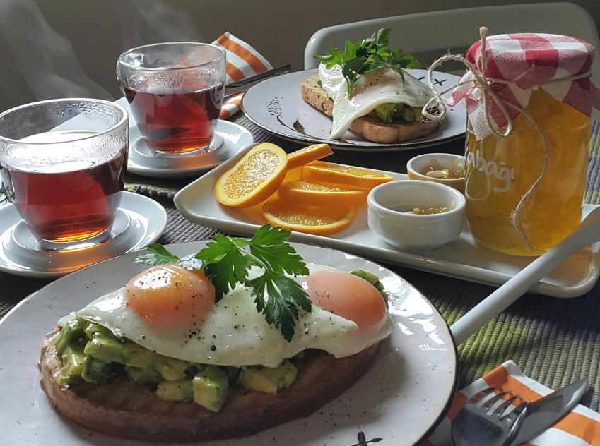 avokadolu_yumurta