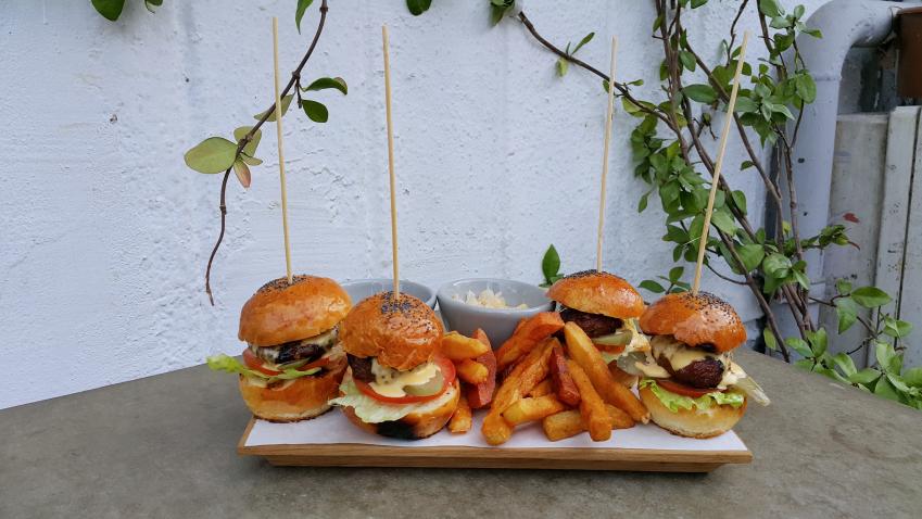 mini_burgers_luzia_istanbul_arnavutkoy