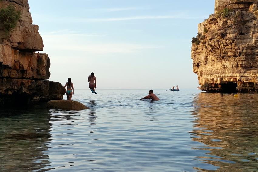 polignano_a_mare_gezi_notlari_cala_monachile_spiaggia_plaj